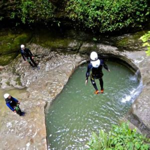 canyoning canyon rafting canoe proche pays de gex geneve lausanne nyon jura st claude bugey chaley lyon grosdar coiserette tessin guide famille enfants ados amis evg evjf anniversaire 11
