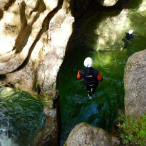 canyoning canyon rafting canoe proche pays de gex geneve lausanne nyon jura st claude bugey chaley lyon grosdar coiserette tessin guide famille enfants ados amis evg evjf anniversaire 53