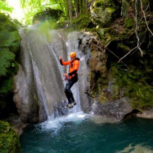 canyoning canyon rafting canoe proche pays de gex geneve lausanne nyon jura st claude bugey chaley lyon grosdar coiserette tessin guide famille enfants ados amis evg evjf anniversaire 70