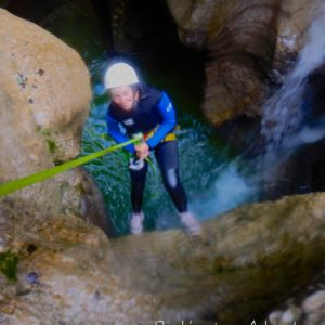 canyoning canyon rafting canoe proche pays de gex geneve lausanne nyon jura st claude bugey chaley lyon grosdar coiserette tessin guide famille enfants ados amis evg evjf anniversaire 73