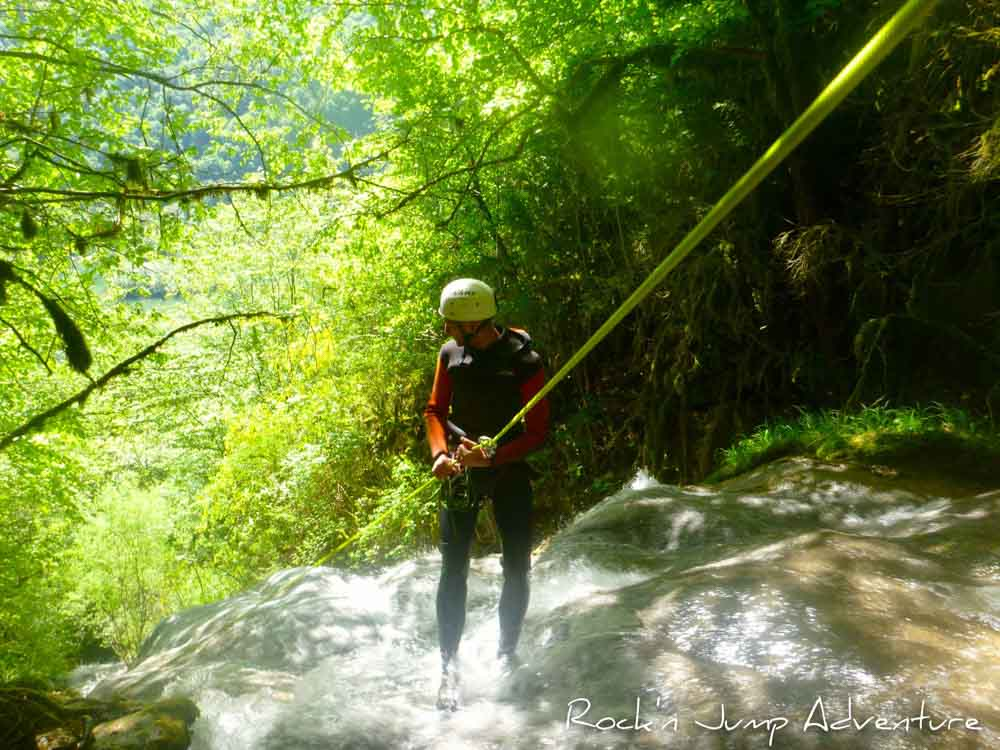 canyoning canyon rafting canoe proche pays de gex geneve lausanne nyon jura st claude bugey chaley lyon grosdar coiserette tessin guide famille enfants ados amis evg evjf anniversaire 87