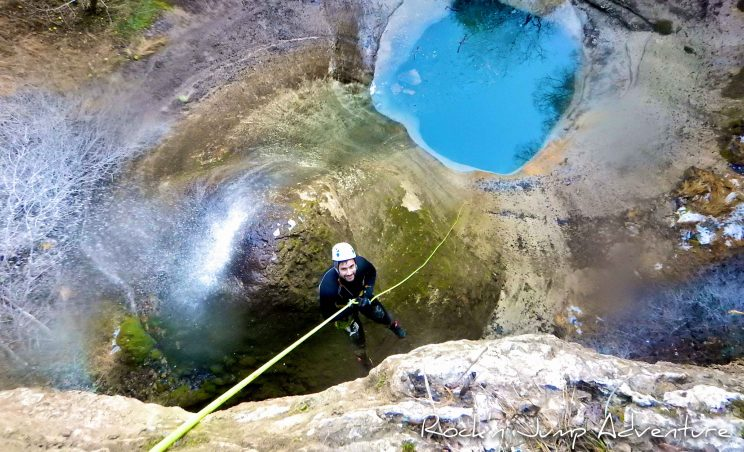 ice canyoning canyoning hivernal pays de gex geneve lausanne nyon ain bugey jura activités hiver sans neige ski luge