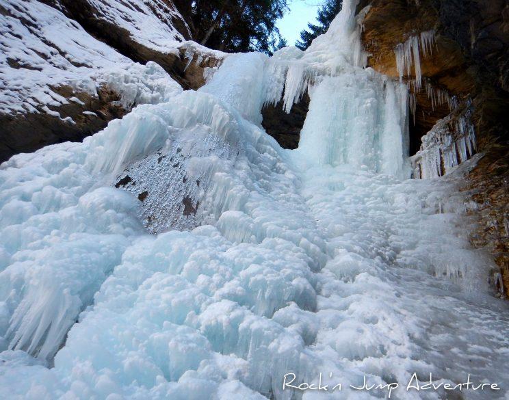 Cascade de glace hiver pas de neige station canyoning via ferrata jura bugey geneve lausanne nyon pays de gex